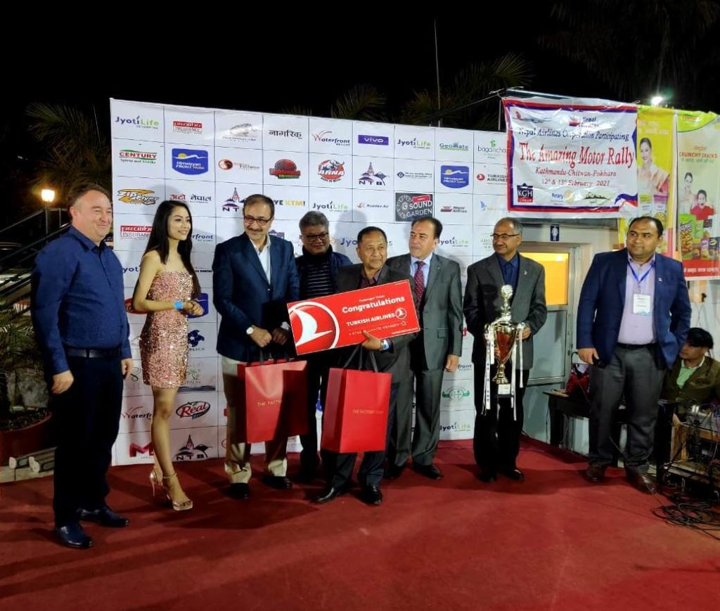 The Amazing Motor Rally Winners receving Turkish airlines ticket
